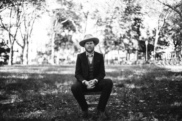 Jarrod Dickenson, Sattelfester Songwriter - Jarrod Dickenson legt internationales Debüt vor