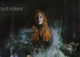 Tori Amos, Cloud Riders (Lyric Video)
