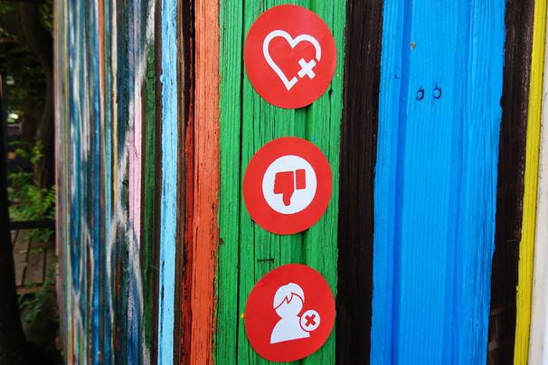 Sunrise Avenue, Herzzerreißend: Wir sind von euren Fotos unter #heartbreakcenturysticker für Sunrise Avenue begeistert!