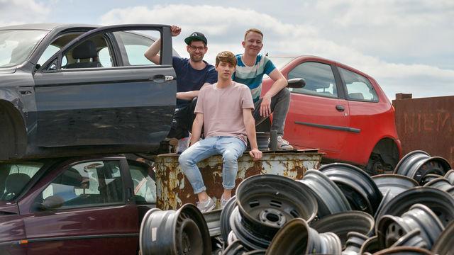 Deine Freunde, Deine Freunde geben im neuen Musikvideo Auf Tour Vollgas