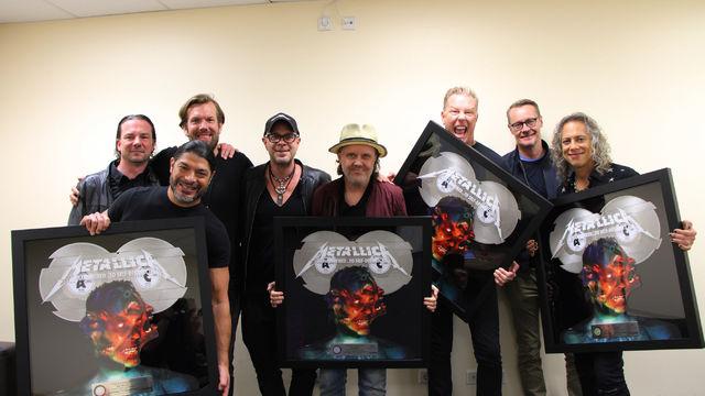 Metallica, Edelmetall für Metallica: Doppel-Platin für das Album Hardwired...To Self-Destruct