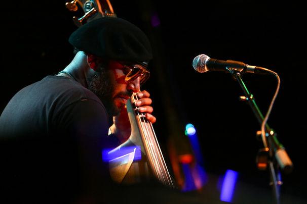Miles Mosley, Konzert-Tipp - Miles Mosley beendet 500 Jahre Gleichklang