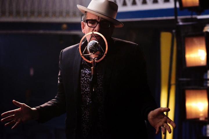 Elvis Costello Kuenstlerbild c James O'Mara