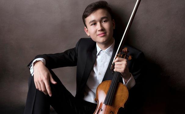 Daniel Lozakovich, Federleichter Tiefgang - Daniel Lozakovich zeigt in seinen Bach-Interpretationen ein großes Verständnis für die barocken Kompositionen