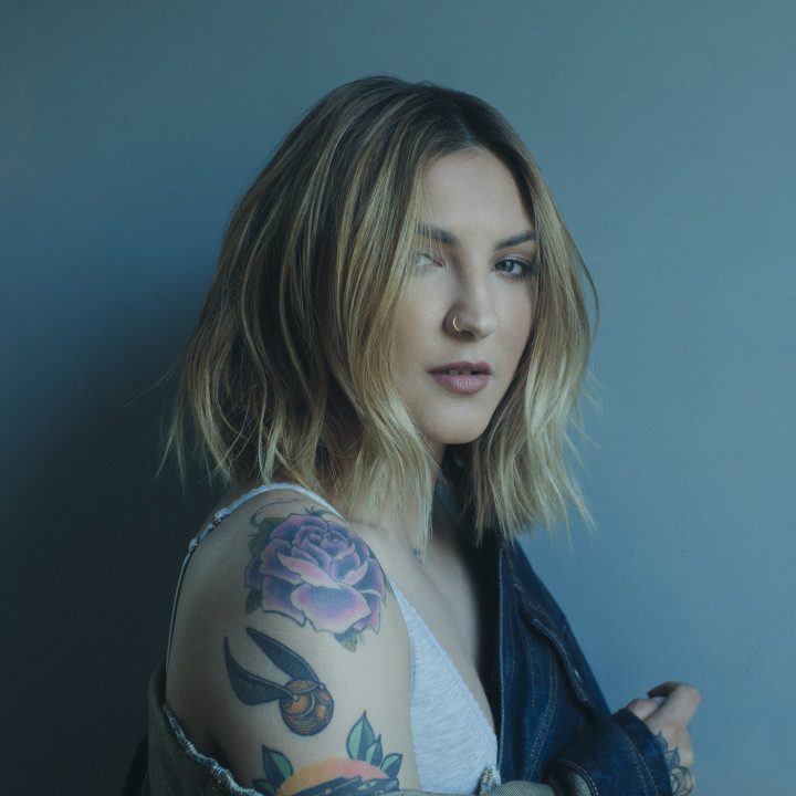 Julia Michaels 2018