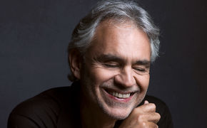 Andrea Bocelli, Tanti auguri, Maestro! Andrea Bocelli wird 60 und glänzt im Duett mit seinem Sohn