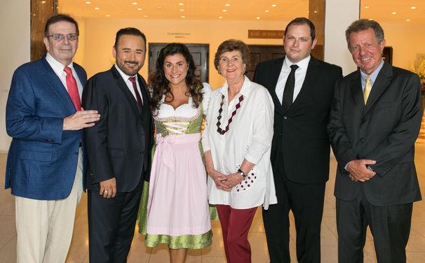 Cecilia Bartoli, Unterstützt von Cecilia Bartoli: Das Debütalbum von Javier Camarena