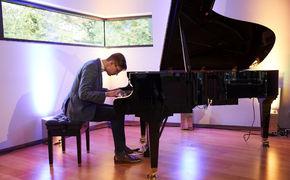 Víkingur Ólafsson, Víkingur Ólafsson präsentiert sein neues Album in der Residenz des isländischen Botschafters