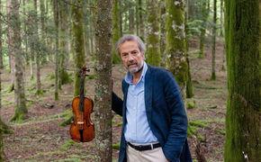 Giuliano Carmignola, Der charismatische Geiger Giuliano Carmignola widmet sich auf seinem neuen Album den Sonaten und Partiten Johann Sebastian Bachs