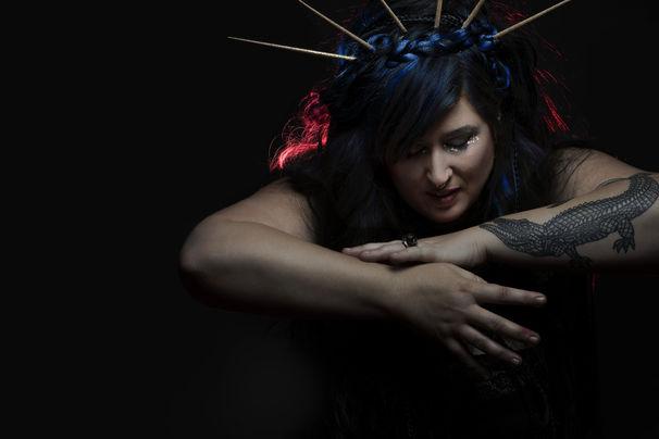 Sarah McCoy, Blood Siren - Debüt einer Unvergleichlichen