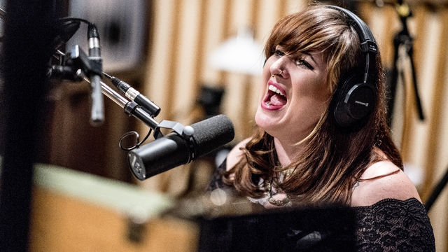 Sarah McCoy, Neues Jahr, neuer Ohrwurm - Sarah McCoys Song-Premiere Devil's Prospects ...