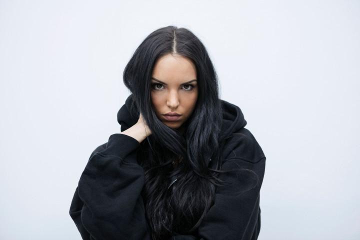 """Jujus Hip-Hop-Track """"Vermissen"""" auf #1 der Singlecharts und seit heute meistgestreamter Song einer Künstlerin in Deutschland in einer Chartwoche"""
