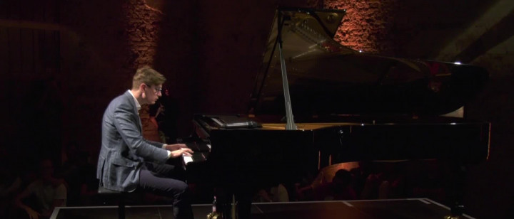 Víkingur Ólafsson - J.S. Bach: Prelude and Fugue in E Minor BWV 855