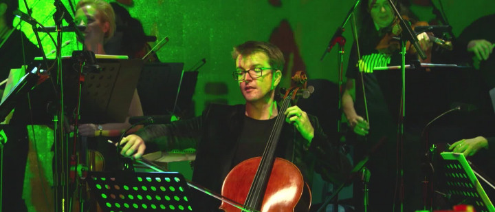 Peter Gregson - Cello Suites Recomposed Prelude 1.1 - Bach (Live from Yellow Lounge Beijing)
