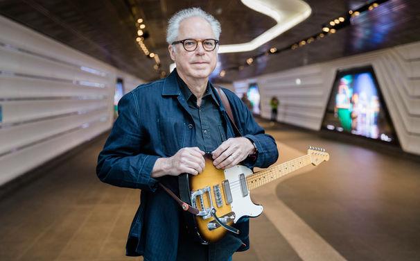Bill Frisell, Bill ist blue - Frisell unterschreibt bei Blue Note Records