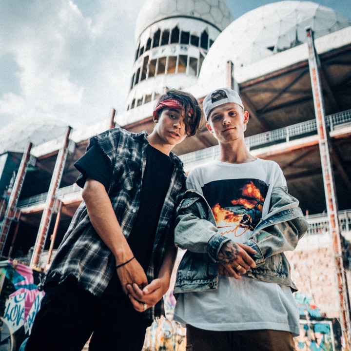 Bars and Melody Pressefotos Lighthouse—2