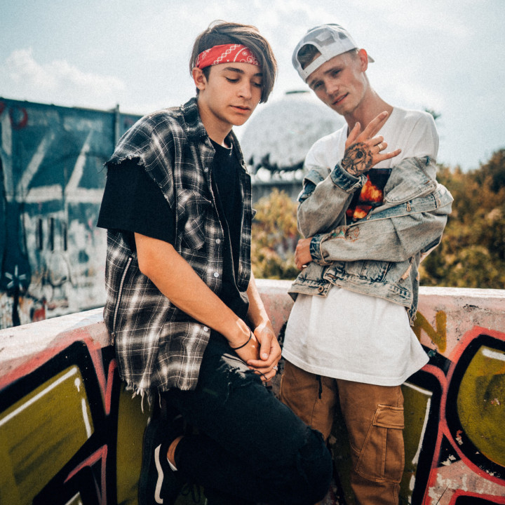 Bars and Melody Pressefotos Lighthouse—3