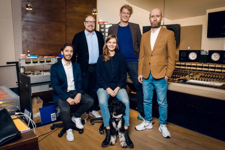 Hildur Gudnadottir Signing