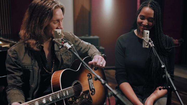 Alles auf Hoffnung (Akustik Version) Featuring Cassandra Steen