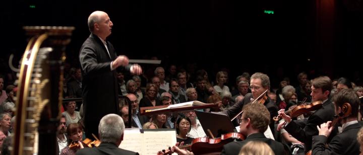 Paavo Järvi – Schmidt: Sinfonie Nr. 4: I. Allegro molto moderato Passionato (hr-Sinfonieorchester)