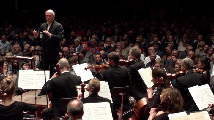 Paavo Järvi – Schmidt: Sinfonie Nr. 4: II. Adagio Piu lento Adagio (hr-Sinfonieorchester)