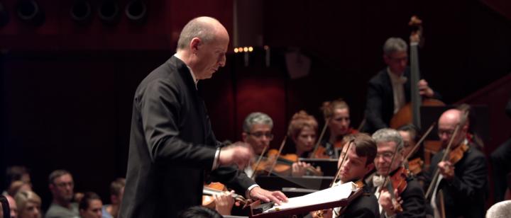 Paavo Järvi – Schmidt: Sinfonie Nr.4: III. Molto vivace (hr-Sinfonieorchester)